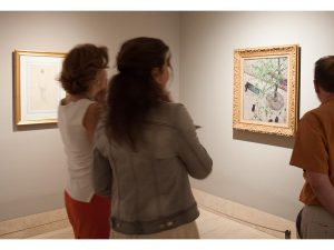 Composiciones dinámicas con vistas en picado caracterizan la obra de Caillebotte.